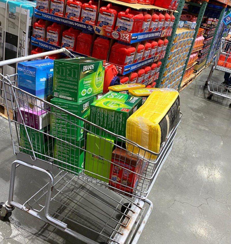 網友經常幫親戚代購好市多商品。圖/取自臉書