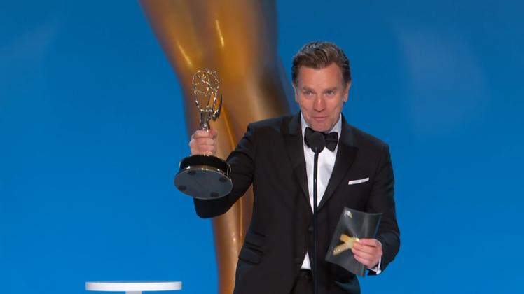 伊旺麥奎格以「侯斯頓傳奇」獲最佳迷你影集與電視電影男主角。圖/CATCHPLAY...