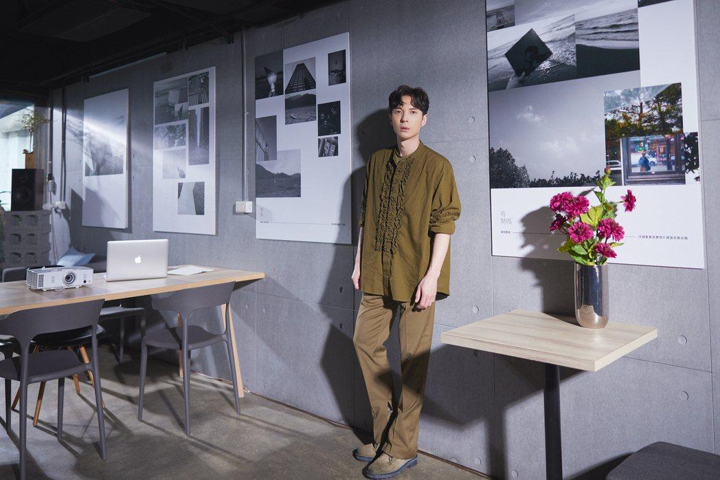 陳勢安的新歌「孤單的形狀」MV結合了自己的攝影作品,打造唯美畫面。圖/索尼音樂提