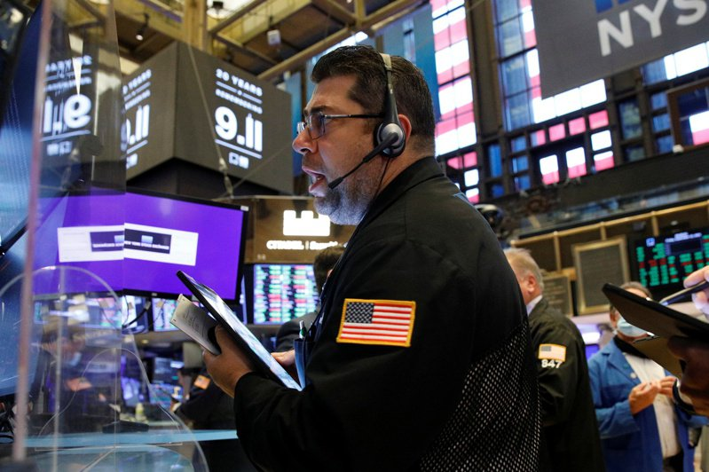 美股期指20日盤中下跌,道瓊期指跌450點。 路透