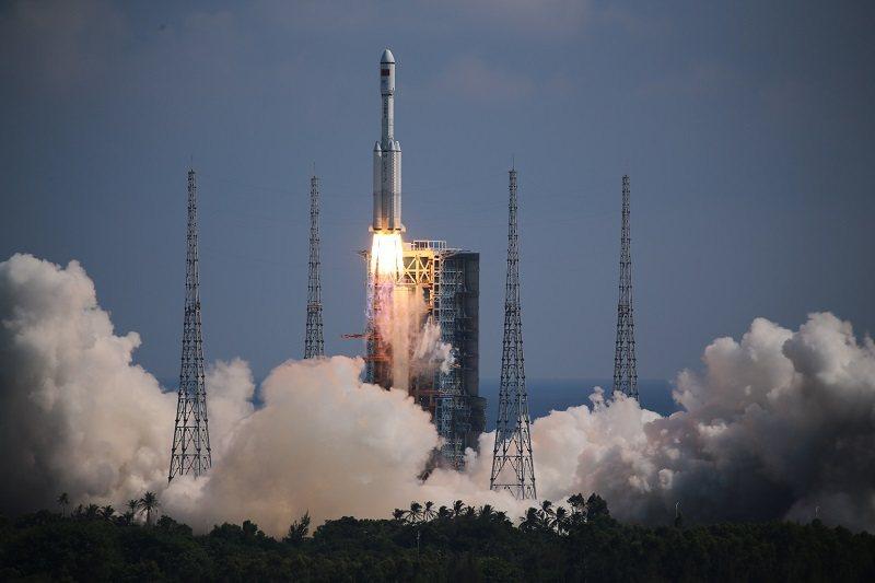 長征七號火箭托舉天舟三號貨運飛船升空。(取自人民網)