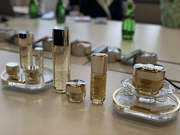天舟三號此次發送的補給中,包括企業研製的美容護膚產品,圖中為正常包裝,航天版本為...