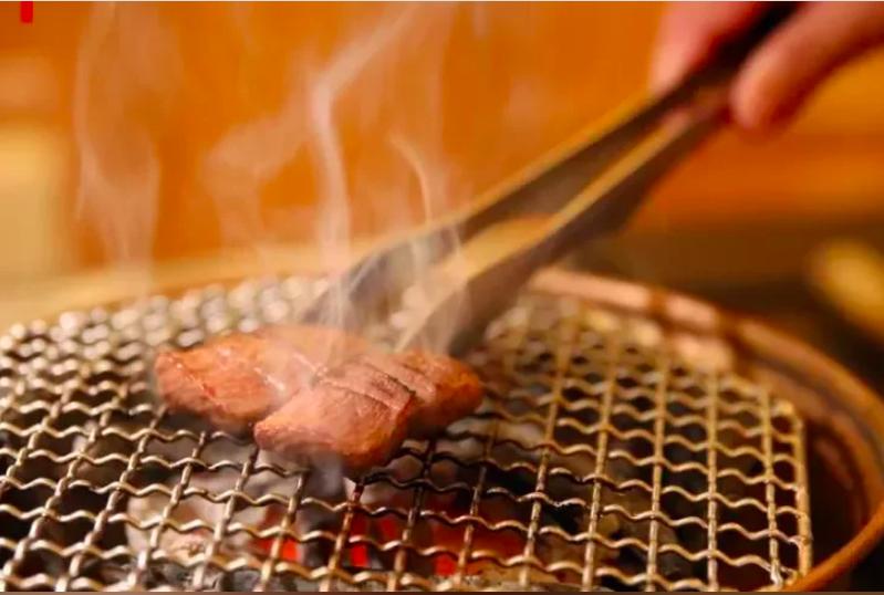 吃烤肉常被店員詢問是否更換烤網。本報資料照片。