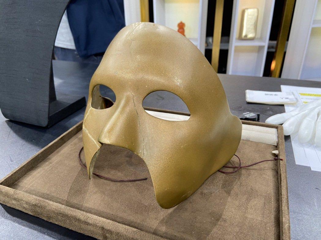 李志希當年戴過的面具。圖/JET提供