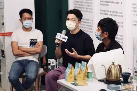 韓嵩齡(左起)、吳則霖與方政倫,共同以「第四波咖啡」為題進行分享。記者王聰賢、李...
