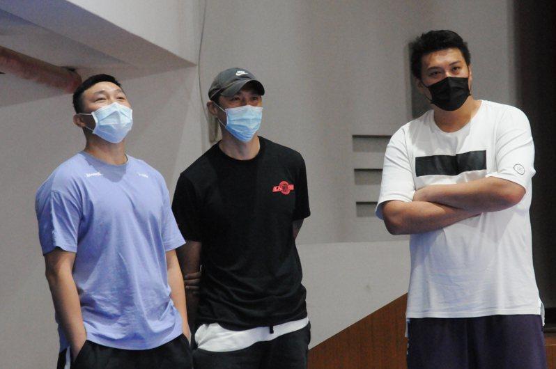 張智峰(左一)率中原大學參加花蓮菁英盃。記者曾思儒/攝影