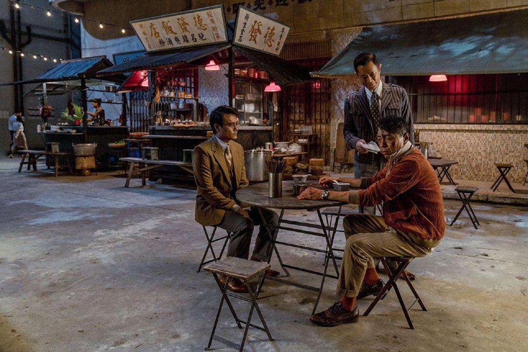 林家棟(左起)、古天樂、姜皓文在「金錢帝國:追虎擒龍」有精彩對手戲。圖/華映提供