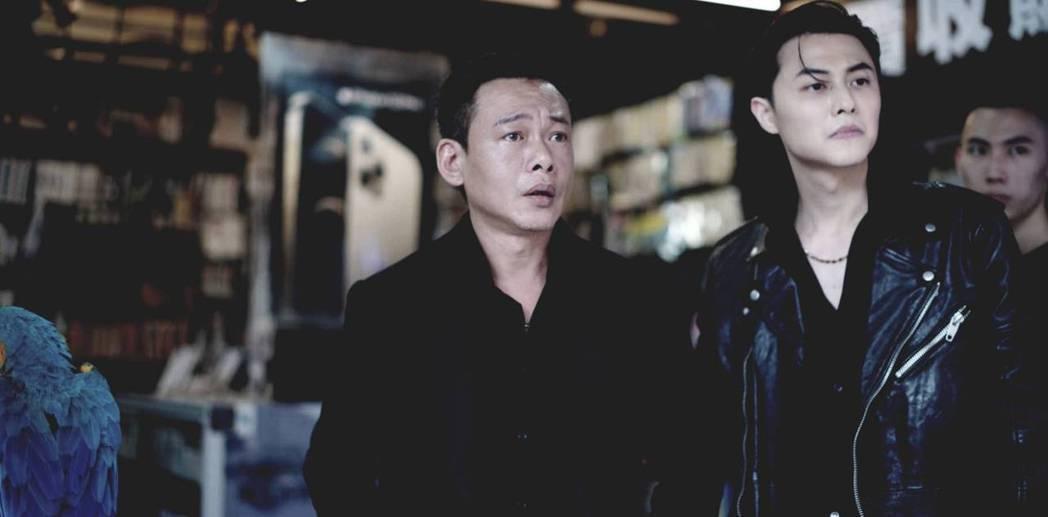 李康生(左)和王子在「山中森林」突破過往戲路。圖/禾力文創提供