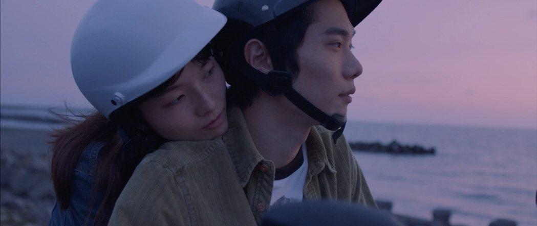 祝紫嫣(左)和松㟢翔平在「凪」的感情發展引喻香港現況。圖/高雄電影節提供