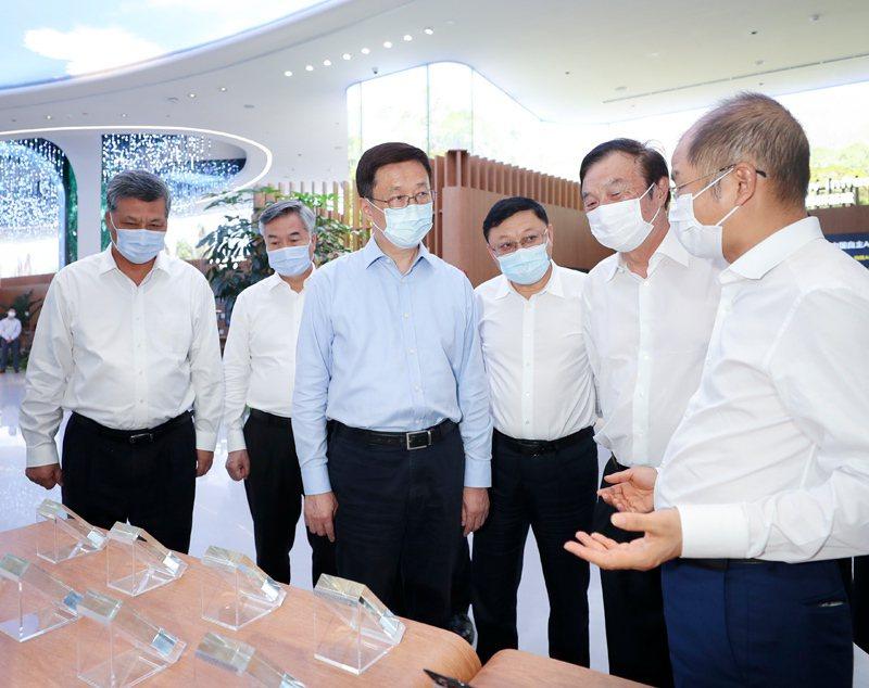 中共中央政治局常委、大陸國務院副總理韓正在深圳華為公司考察。(圖/新華社)