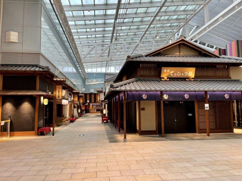 失去遊客的羽田機場改變很多,旅人熟悉的店家幾乎都沒開。圖/張維中提供