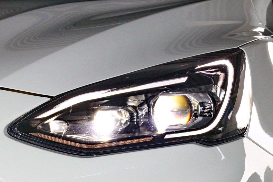 全新升級歐洲原裝進口Dynamic LED智能動態照明系統。 記者陳威任/攝影