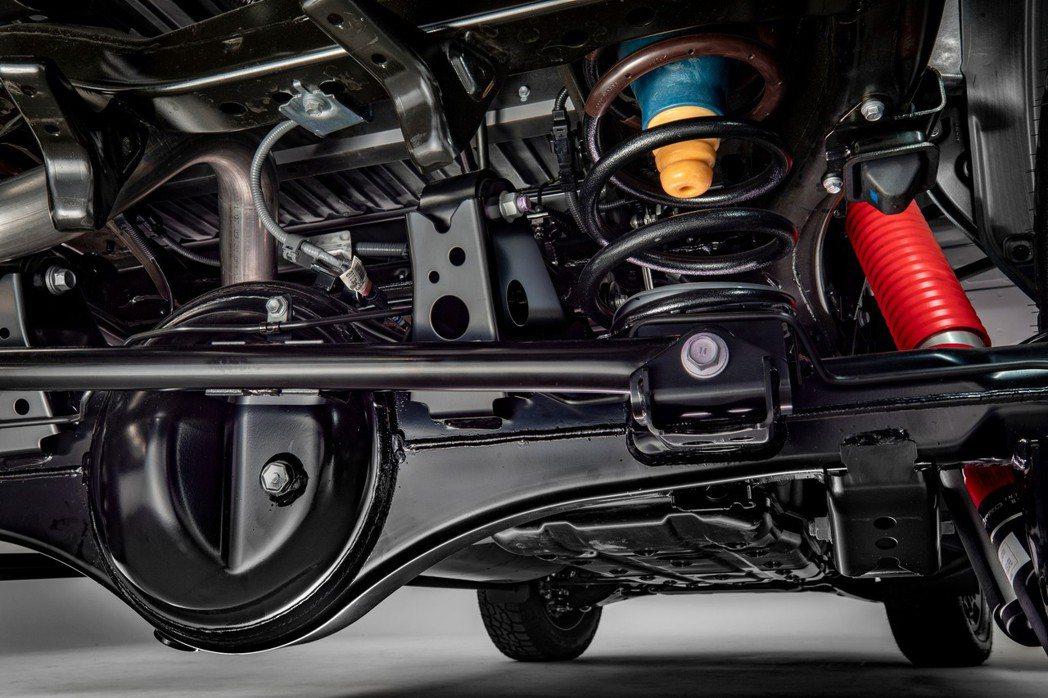 後懸吊由傳統葉片彈簧改為彈簧與避震器筒身分離的獨立多連桿系統。 摘自Toyota