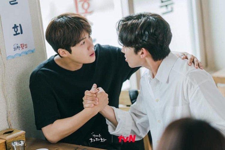 金宣虎和李相二兩個人也很登對,成為《海岸村恰恰恰》的看點之一。圖/圖/取自tvN...