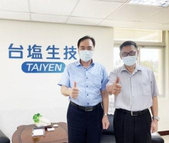 臺鹽綠能董事長吳容輝(左)、總經理蘇坤煌。 翁永全/攝影