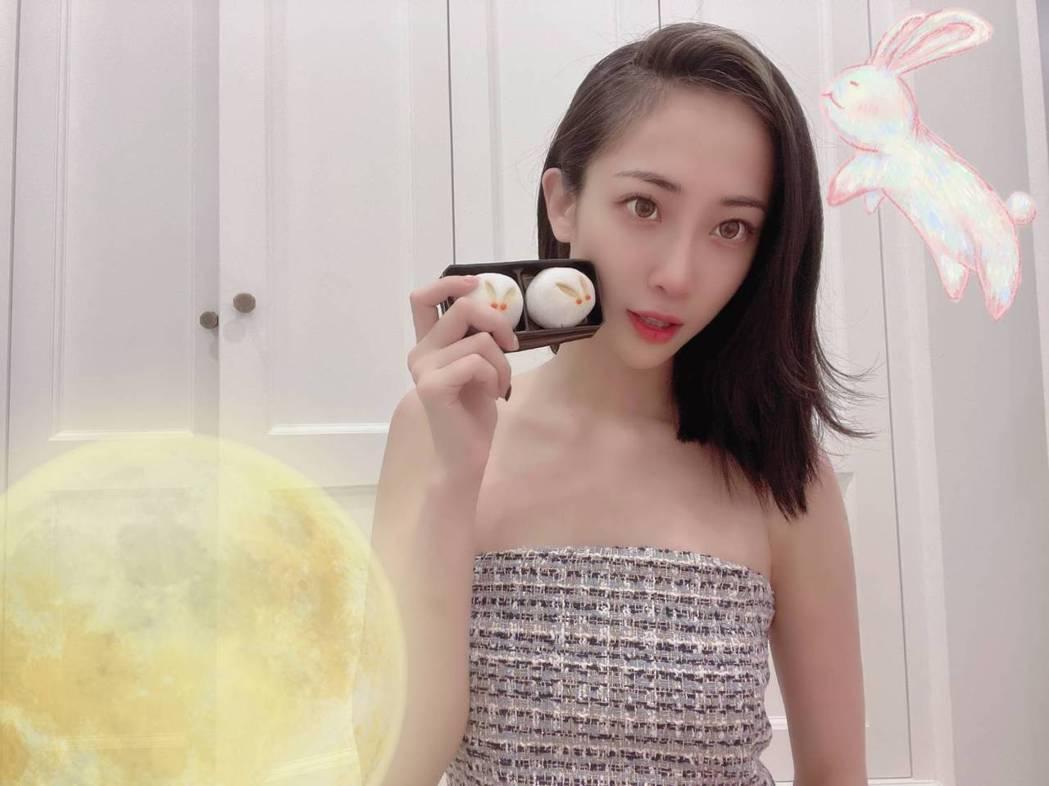 黎晏孜中秋收到日本友人寄來的「月見糰子」,讓她超感動。圖/經紀人提供