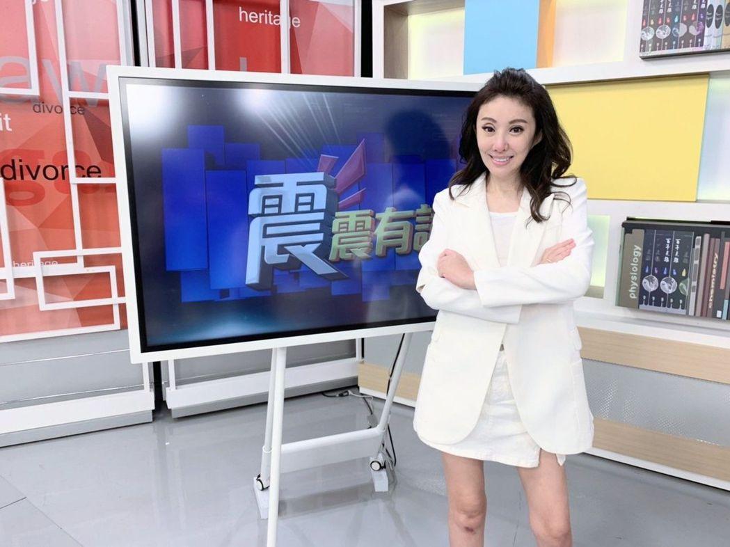 李宇柔日前上高點「震震有詞」。圖/和展影視提供