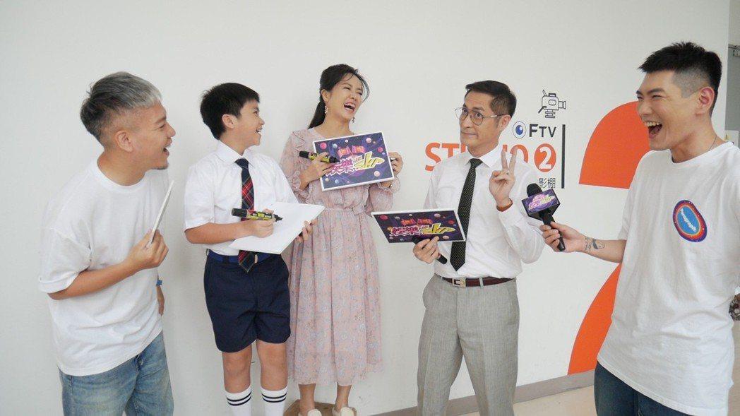 黃建群(右二起)為在陳仙梅、麥海淇面前求表現,喊「再錯就吞紙」。圖/民視提供