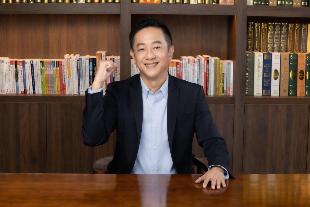 直播一哥陳昭榮化身億級導師,不藏私開班教直播。圖/嗨學院提供