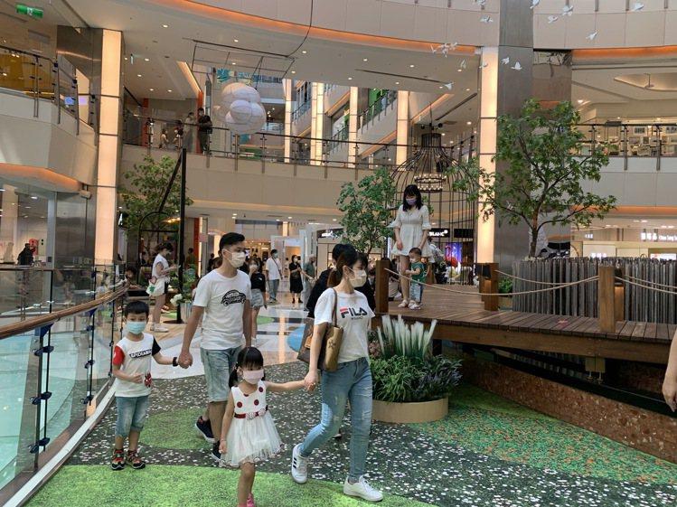 大江購物中心中秋連假適逢周年慶,業績、客單價、成交筆都上升。圖/大江購物中心提供