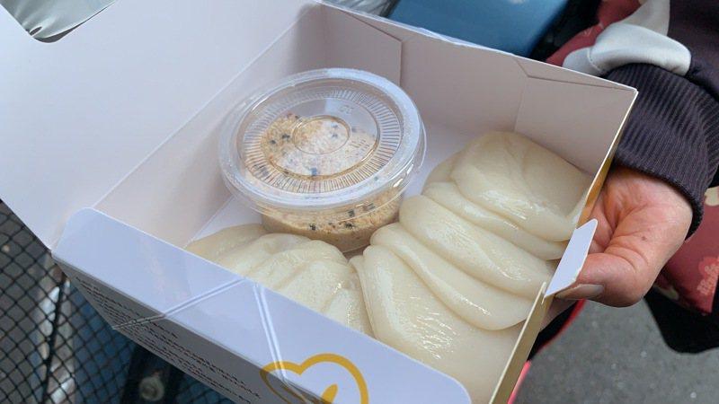 雲林斗南鎮傳統市場附近一家知名麻糬的口味甜香適中,深受許多大小朋友喜愛。記者陳苡葳/攝影