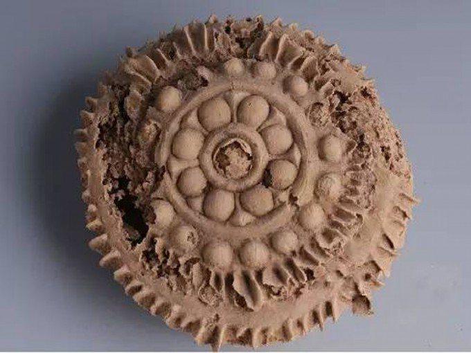 保存在新疆博物館的「寶相花」月餅,1400年前的盛唐已經流行過中秋吃月餅。圖源:...