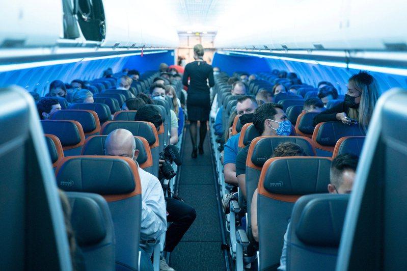 美國公布新政策後,一些英美航空公司馬上接獲大量訂位。(路透)
