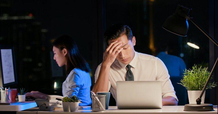 年輕型失智症患者的「職業功能」會先被影響。圖╱123RF