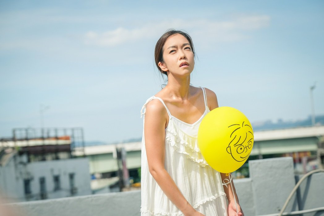 李霈瑜(大霈)在MV中詮釋歷經獨特的失戀修行課程的女主角。圖/Vocalist