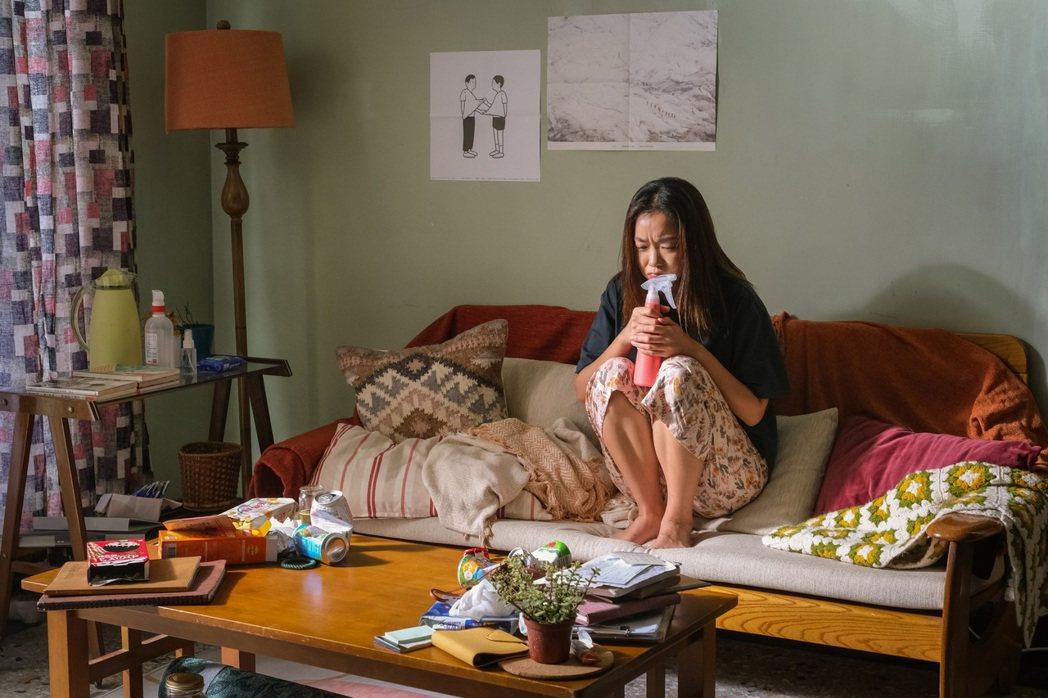 李霈瑜(大霈)在MV中詮釋歷經獨特的失戀修行課程的女主角。圖/Vocalist ...