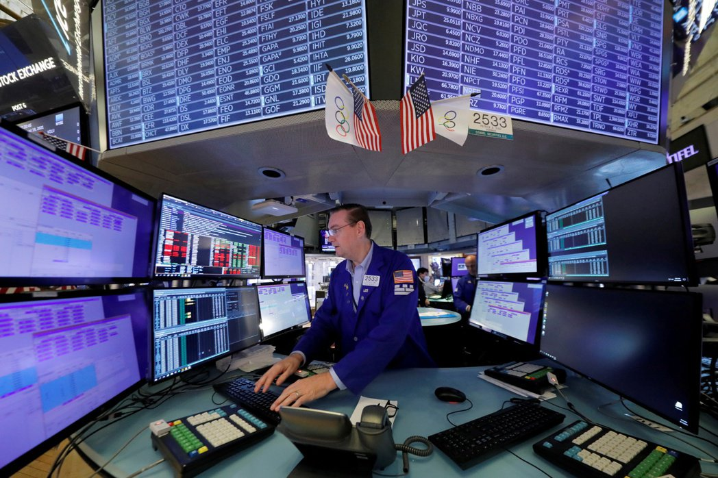 美股經歷周一的大跌後,今日早盤小幅回漲。  路透