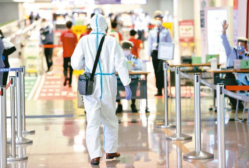 美國政府宣布,從11月起所有入境美國的外國旅客,未接種疫苗者可能遭禁止入境。記者陳嘉寧/攝影
