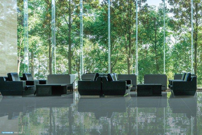 「大同莊園3」下樓擁抱自然綠景,在家享受綠海窗景,住戶盡顯尊榮不凡品味。