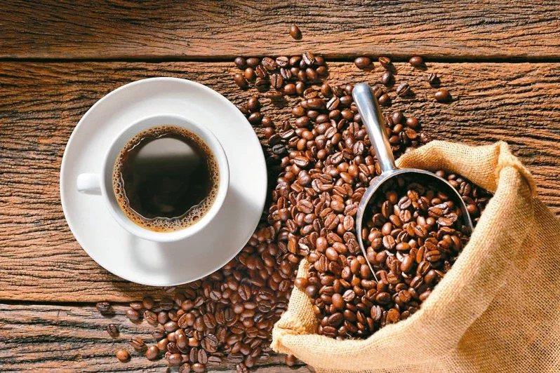 喝黑咖啡搭配運動才會有減重效果。  圖/123RF