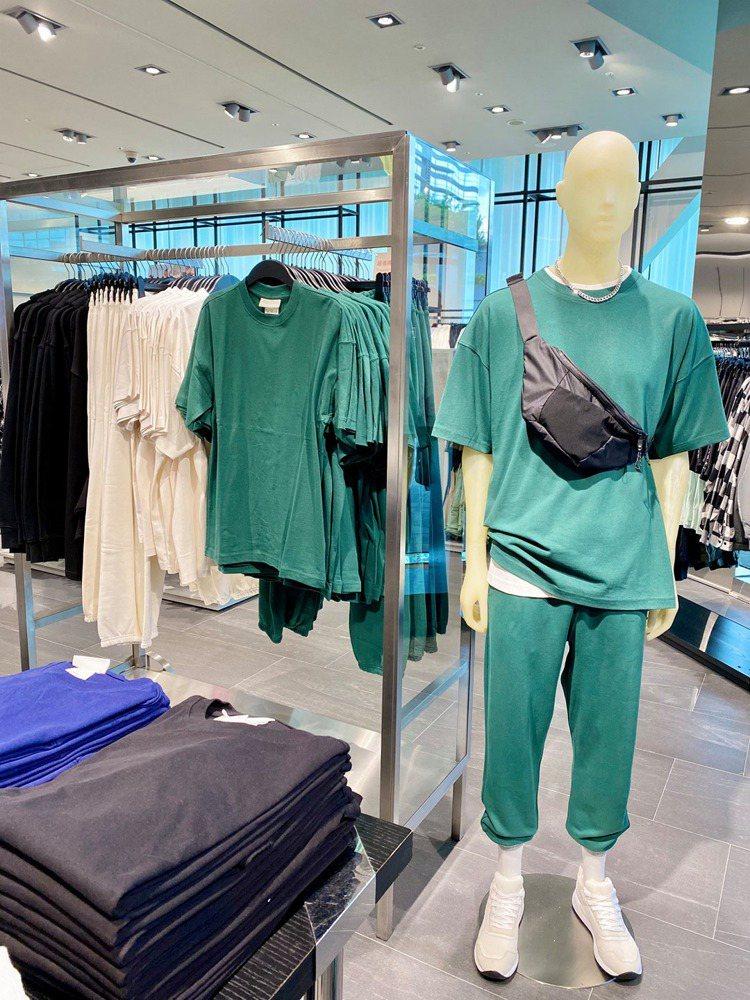 H&M近期推出Blank Staple男裝系列,其中卻有部分款式與外科手...
