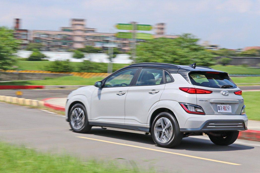 Hyundai Kona Electric EV300的動態表現依然相當吸引人。...