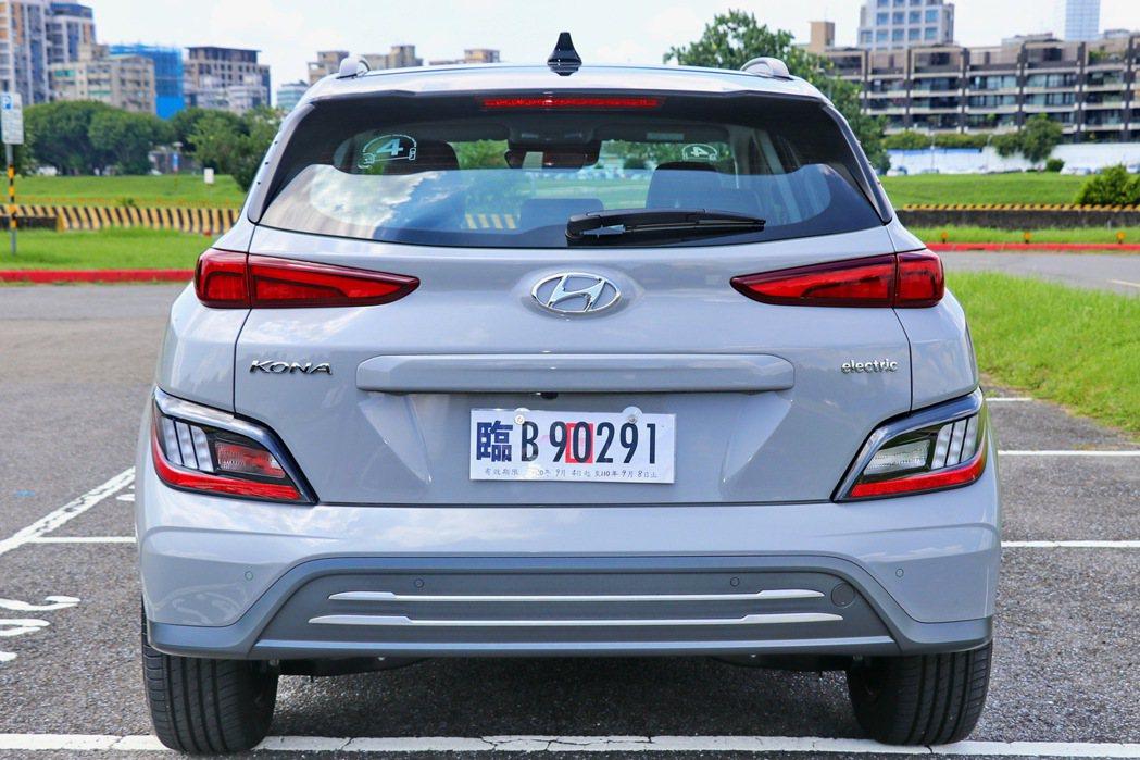 車尾與一般車型類似,僅保險桿及Electric字樣銘牌略有差異。 記者陳威任/攝...