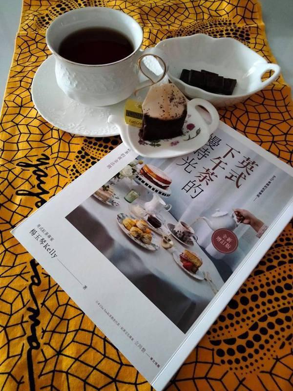 將紅茶再納入我的日常生活必備飲品,讀著自己喜愛的書籍,讓書香、茶香的香氣漫遊,與...