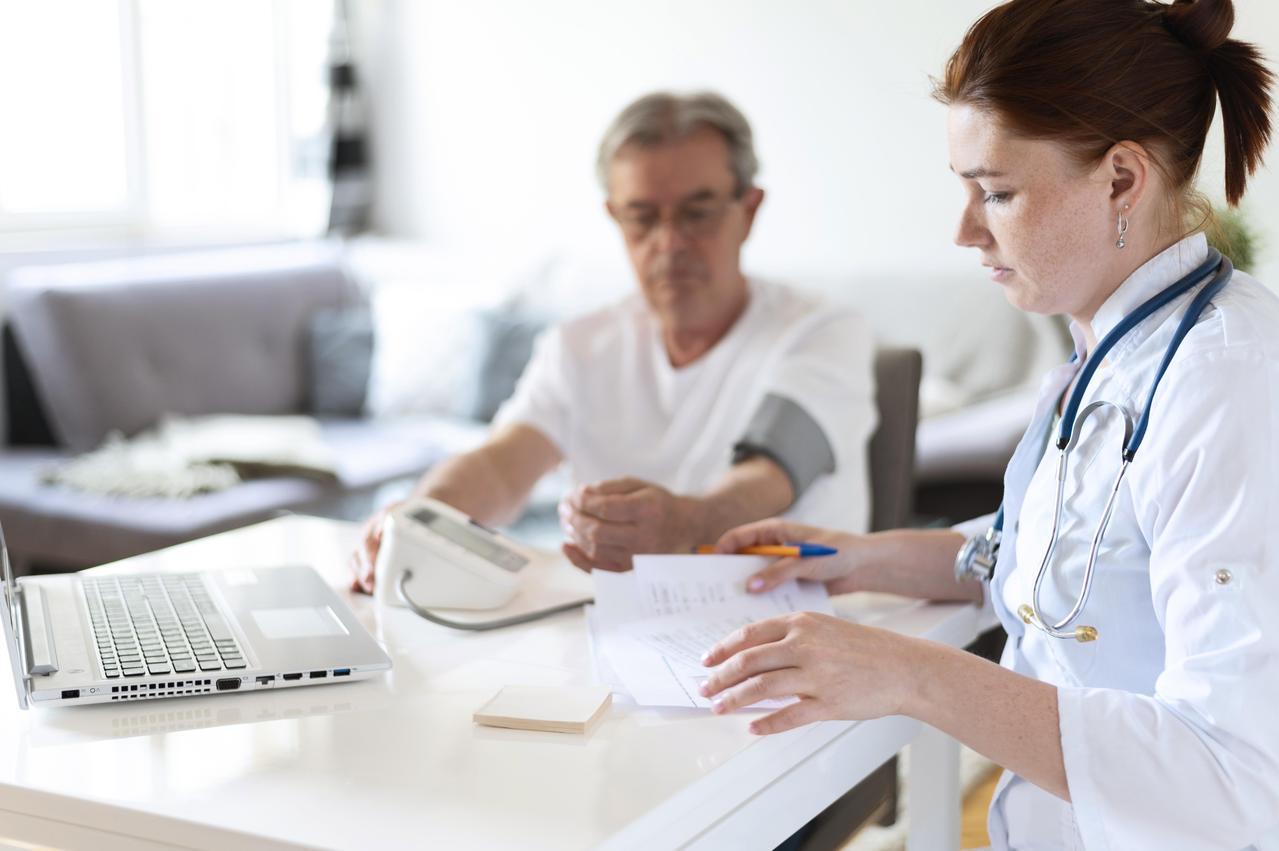 雖然老人們患病的比例較高,可是他們絕不會較緊張或心理不穩定。 圖/freepik