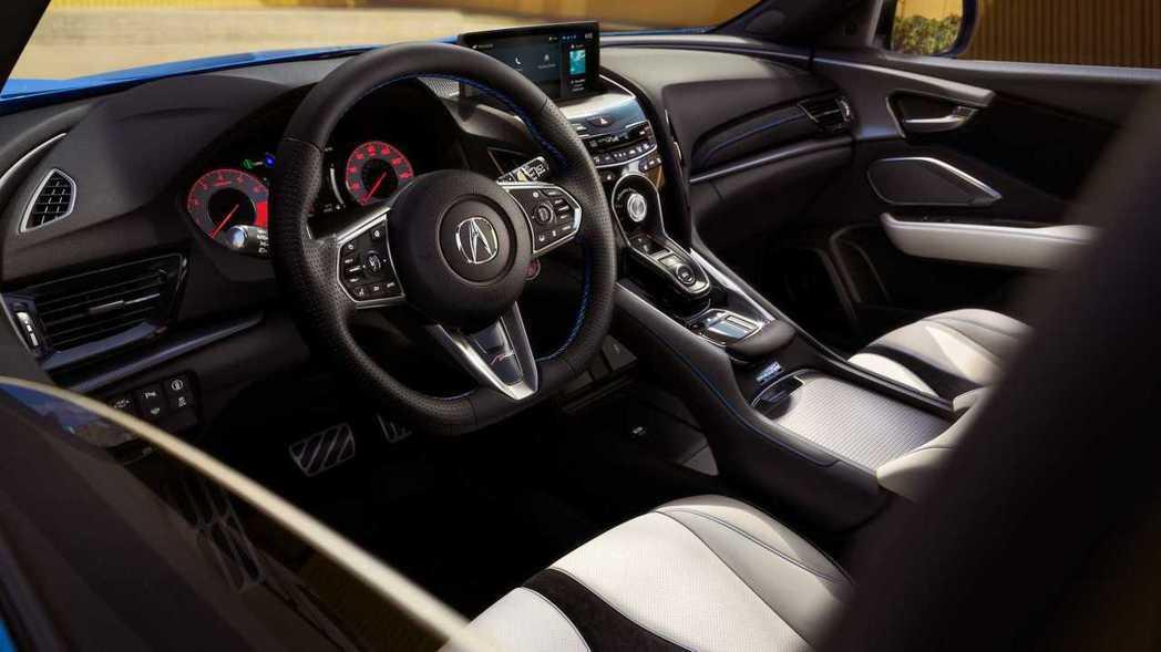 RDX的內裝搭配對比色縫線,非常具有跑格。 摘自Acura