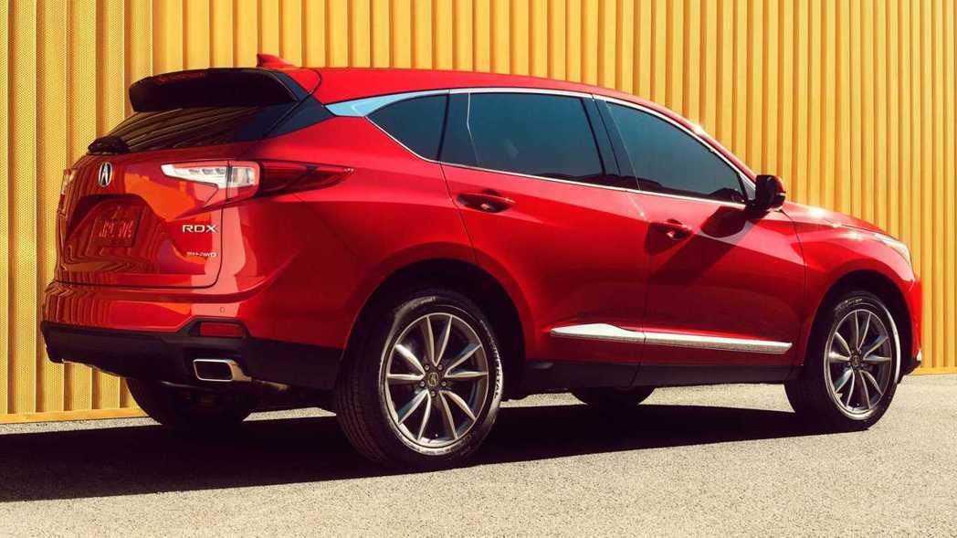 RDX標準車型換上了矩形雙出排氣尾管。 摘自Acura