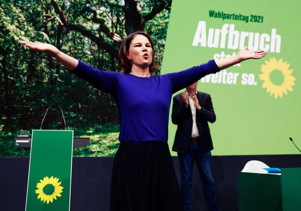 原本聲勢一度看好的綠黨貝爾柏克,後來在一系列的政治拉距戰中,失去個人信用和選民信...