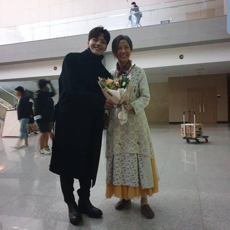 女星徐宜淑(右)二度被造謠死訊。圖/擷自IG