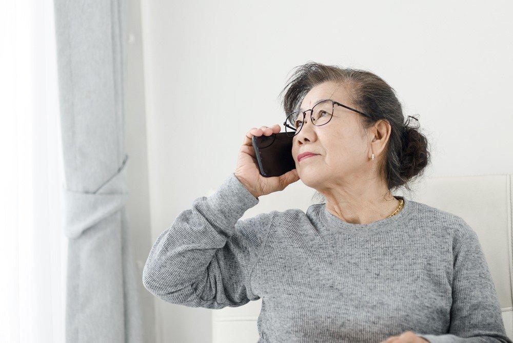 55歲以上熟齡者,遭假檢警或公務員詐騙的比率,近年來有增加的趨勢。(非新聞當事人...