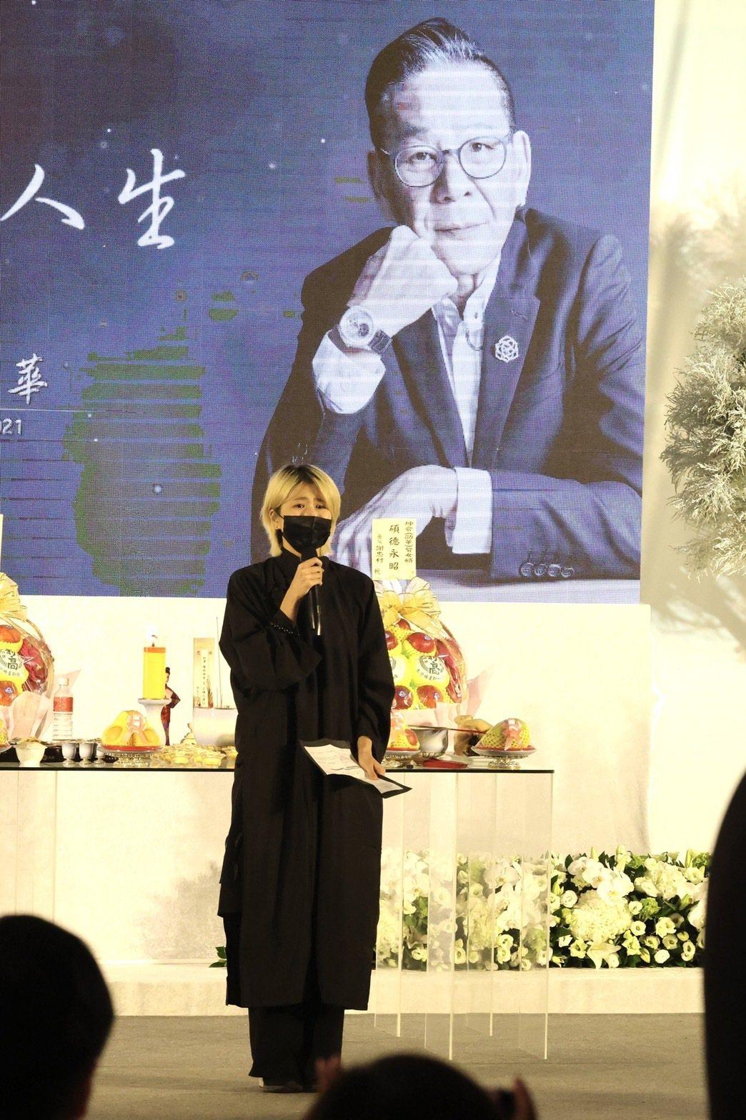 龍劭華女兒陳璇之後也代表家屬念出祭父文。記者王聰賢/攝影