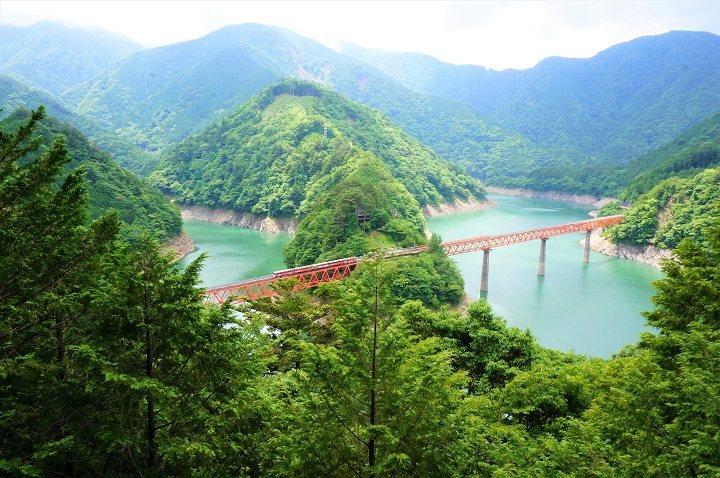 坐落於靜岡深山的「奧大井上湖站」是令人嚮往的無人秘境車站。 圖:公益社團法人靜岡縣觀光協會/提供