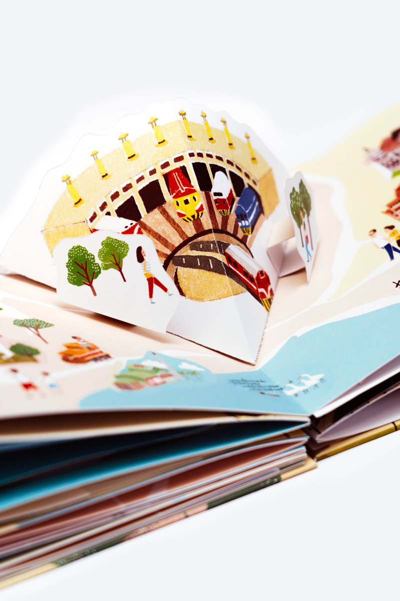 「台灣地圖立體書」是台灣首本地圖立體書,立體結構讓書中場景「彈」出來。圖/聯經提供