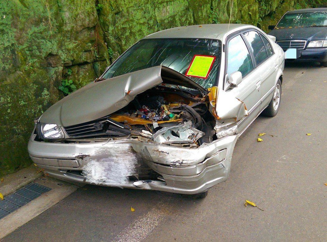 基隆市警局今年1到8月已查報有牌廢棄汽車122部、機車396部,通報環保局依程序...