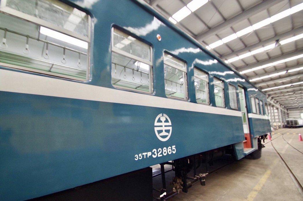 藍皮普快列車2020年底正式停駛,轉型為台鐵懷舊「藍皮解憂號觀光列車」。(照片提...