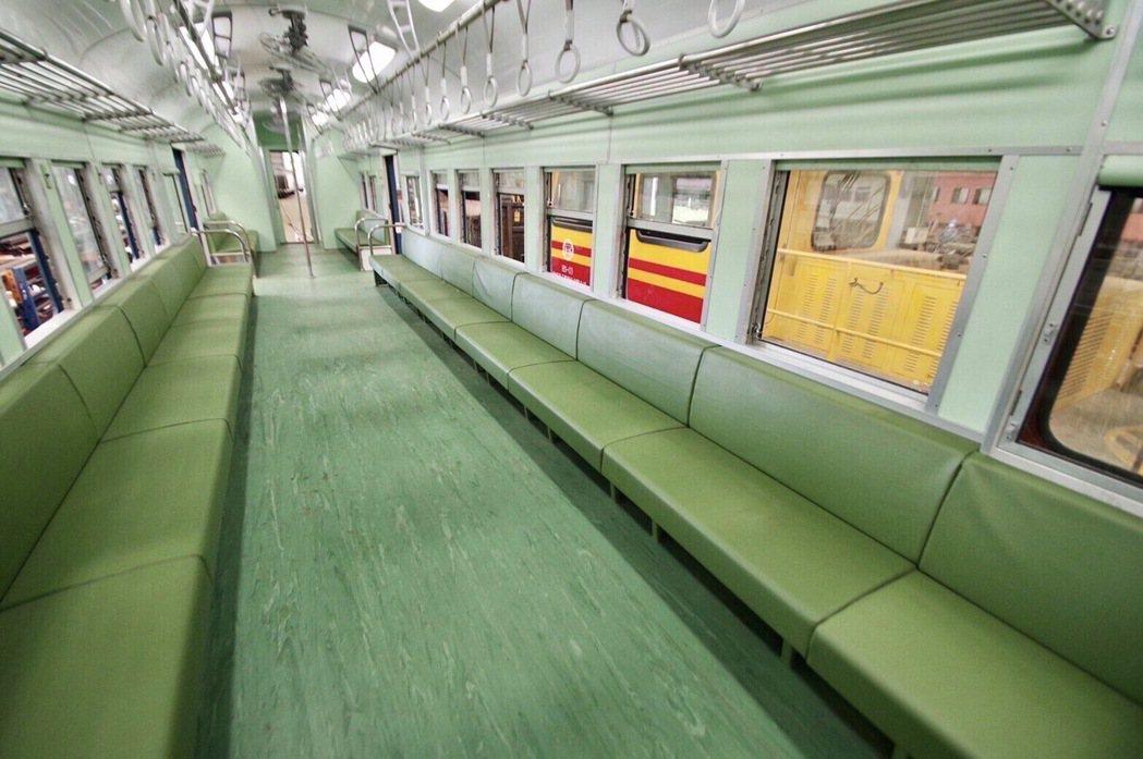 最新觀光列車將登場,復古藍皮解憂號雙排椅再現。 圖/雄獅旅遊提供
